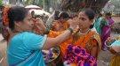 В Индии празднуют День замужних женщин