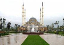 """Мечеть """"Сердце Чечни"""" и Коломенский кремль стали символами России"""