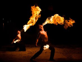 Владивосток: Фаерщики из разных стран подчинили себе огонь