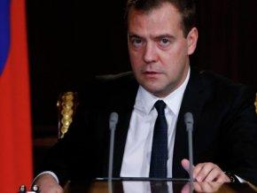 Медведев поручил разработать систему общественного контроля закупок