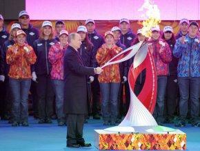 Олимпийский огонь прибыл в Россию