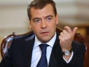 Медведев: Государство продолжит субсидировать малый и средний бизнес, работающий в социальной сфере