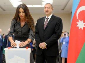 ЦИК: на выборах президента Азербайджана за первые два часа проголосовали почти миллион граждан