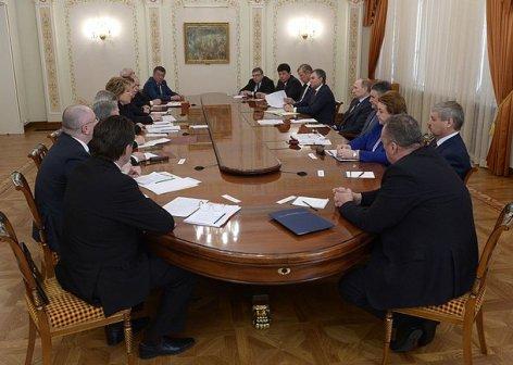 Совет палаты Совета Федерации представил Президенту РФ ряд инициатив по развитию страны