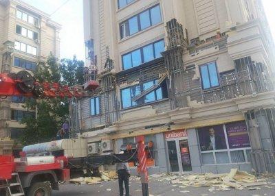 Около 50 семьям из сгоревшего в Баку дома выданы компенсации