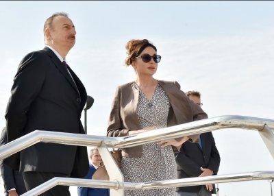 Президент Ильхам Алиев и его супруга приняли участие в открытии Деревни атлетов и Медиа-деревни