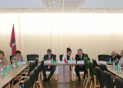 В МГУ при содействии ФНКА АзерРос состоялся «круглый стол», посвященный азербайджанскому языку